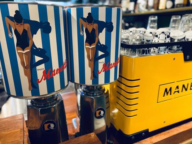 Vrolijke, zomerse koffieblikken